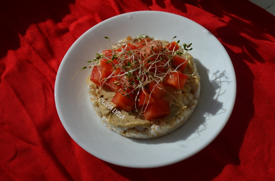 hummus Rice cake